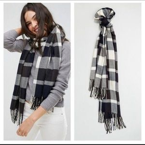 Plush Ultra Soft Navy & White Plaid Scarf NWT
